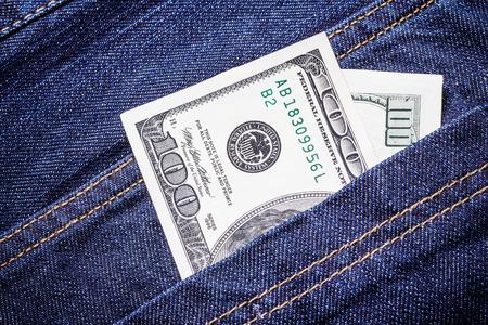 money pocket: El dinero de bolsillo billete de cien d�lares.