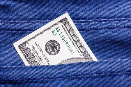 bolsa dinero: El dinero de bolsillo de cien dólares.