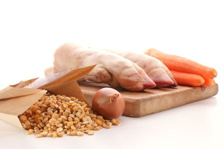 trotter: pig trotter and yellow pea to make vegetable soup