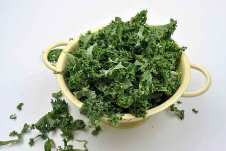 umyty: organiczne liÅ›ci przetargu Jarmuż umyte i gotowy do Cooka Zdjęcie Seryjne