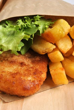 fish and chips with some organic vegetable Standard-Bild