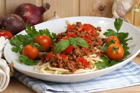 carne macinata: spaghetti fatti in casa con sugo di carne macinata