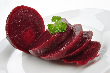 sliced organic beet root on a white plate Standard-Bild