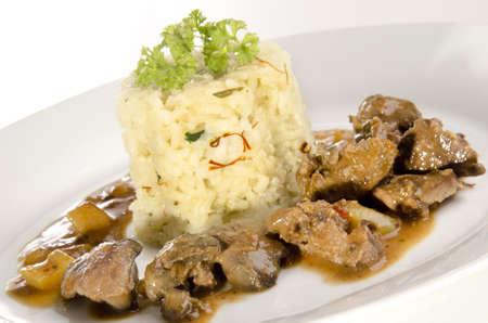 higado de pollo: de h�gado de pollo y arroz con azafr�n en la placa