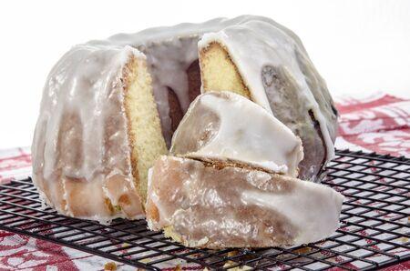 sucre glace: fra�chement cuit gugelhupf la vanille avec du sucre glace