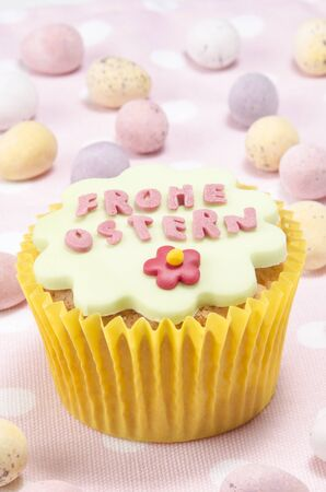 Ostern: happy easter cupcake with german frohe ostern wishes