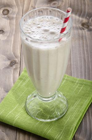 Mleczko: banan milkshake z quinoa i słomy Zdjęcie Seryjne