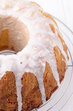 drizzle: lemon gugelhupf with icing sugar on a cooling rack Stock Photo
