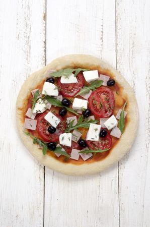 black olive: pizza with ham, mozzarella, tomato, rucola, black olive and thyme