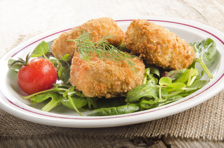 fresh food fish cake: fish cake with tomato and green salad