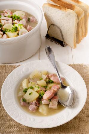 pancetta cubetti: scottish stovies with bacon cubes, potato, onion, parsley and toast bread Archivio Fotografico