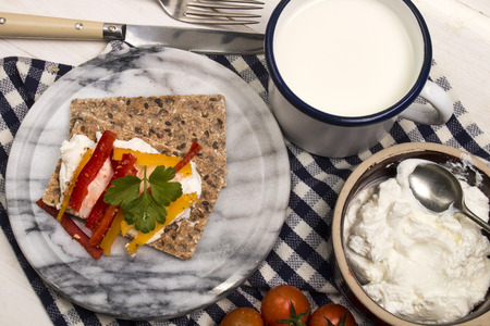 healthy, vegetarian breakfast with crispbread, quark and paprika on marble Standard-Bild