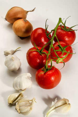 ingredients to make a delicious organic tomato sauce Standard-Bild