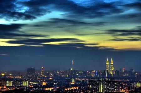 petronas: Kuala Lumpur vista al amanecer, Malasia Ciudad Capital.
