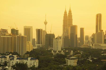 petronas: Kuala Lumpur, ciudad al atardecer, Malasia  Foto de archivo