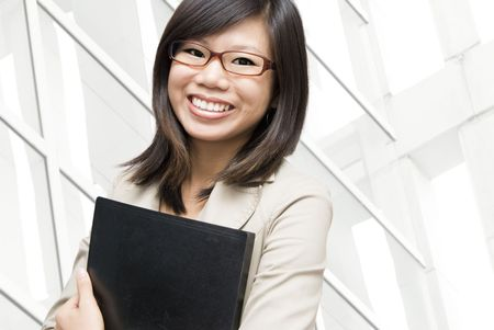 carpetas: Educaci�n  gente de negocios con el documento