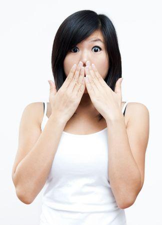unbelievable: Mujer conmocionada cubriendo su boca con la mano. Foto de archivo