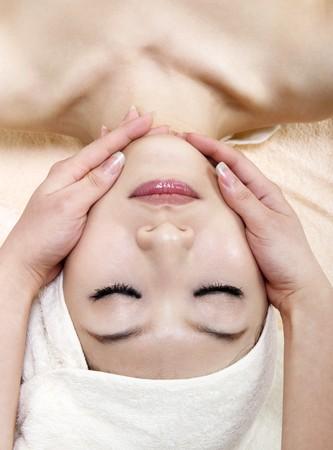 pulizia viso: Bellezza e Spa - Asian Girl, avendo un massaggio del viso