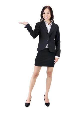 Mano de la joven empresaria asiáticos mostrando signos en blanco Foto de archivo