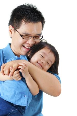 padre e hija: Feliz padre e hija sobre fondo blanco Foto de archivo