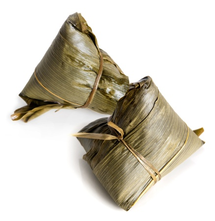 arroz chino: Alb�ndigas de arroz chino en el fondo blanco.