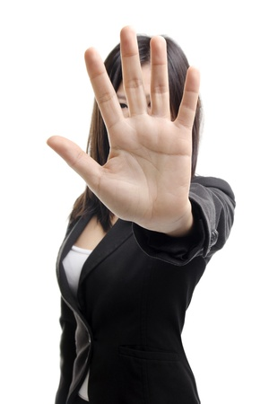 molesto: Mujer de negocios seria hacer se�al de stop sobre fondo blanco. Centrarse en la mano Foto de archivo