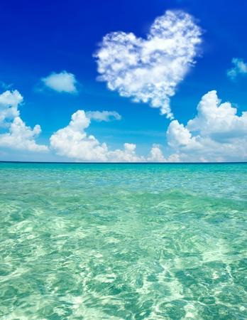 Blauw water op het eiland Perhentian Kecil, Maleisië.