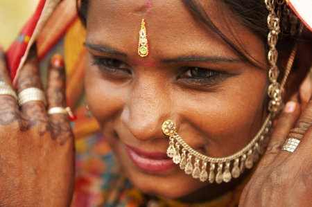 poor woman: Portrait of a smiling India Rajasthani woman
