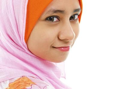 femme musulmane: Portrait d'une belle femme musulmane isol� sur blanc Banque d'images