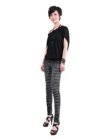 tight jeans: Punk ni�a cuerpo completo sobre fondo blanco