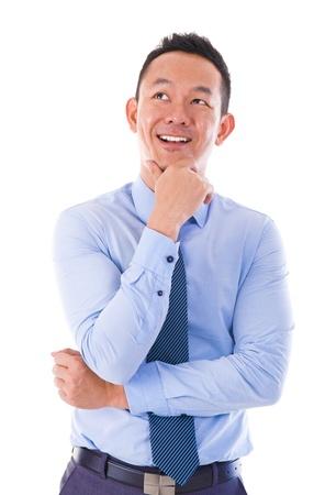 hombre pensando: Hombre asi�tico pensando sobre fondo blanco