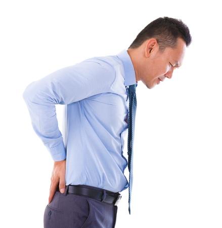 douleur main: Homme d'affaires asiatique souffre d'un mal de dos. Isol� sur fond blanc Banque d'images