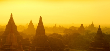 Panorama sunrise view over temples of Bagan in Myanmar Reklamní fotografie
