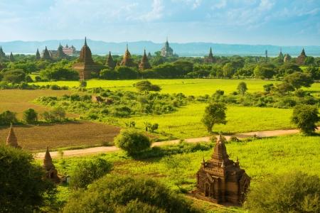 birma: Overdag uitzicht over tempels van Bagan in Myanmar