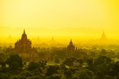 Sunrise over temples of Bagan in Myanmar Stock Photo - 16185096