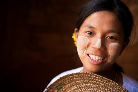 birma: Pretty Myanmar meisje lacht Stockfoto