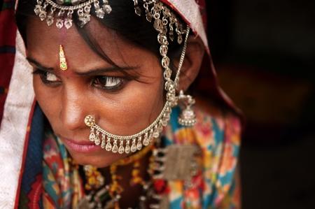 sari: Retrato de la mujer india en sari tradicional traje se cubri� el rostro con el velo, India