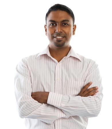 Indiase man. Jonge goed uitziende Indiase mensen glimlachen, staande op een witte achtergrond. Stockfoto