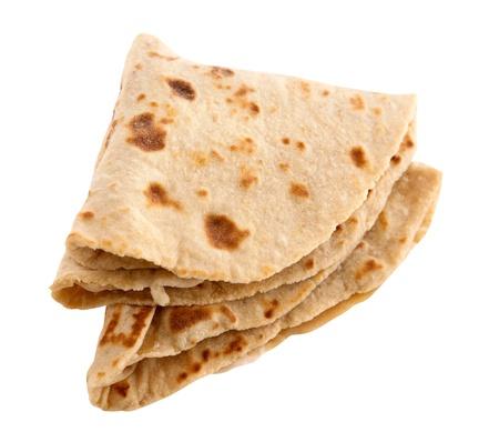 atta: Chapati, chapathi, chapati o piadina, famoso cibo di base indiano isolato su sfondo bianco. Archivio Fotografico