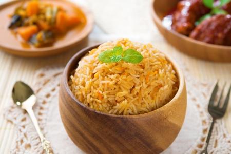 arroz: Comida india Biryani arroz o arroz briyani y curry, cocido, plato indio fresco. Foto de archivo