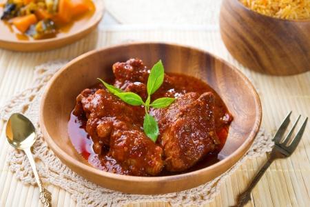 インドのチキン ビリヤニ ライスとカレー、新鮮な料理、インド料理。