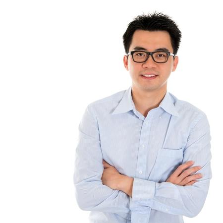 Goed uitziende Aziatische zaken man geïsoleerd op wit. Aziatische mannelijke model.