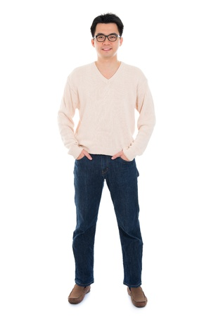 Vorderansicht Ganzkörper Asian Mann auf weißem Hintergrund