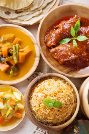 Riz biryani ou riz pilaf au curry, riz basmati frais cuit avec des épices, de plats indiens. Banque d'images - 21374038