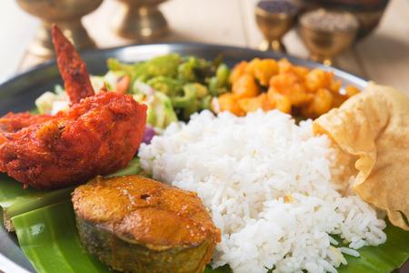 Close up delicioso arroz mezclado indio en la mesa de comedor. Foto de archivo