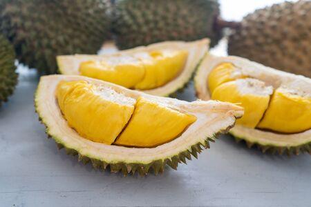 Malesia famoso frutti durian musang re, dolce carne cremosa dorata. Archivio Fotografico