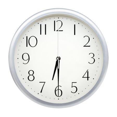 Horloge murale analogique isolé sur fond blanc. Banque d'images