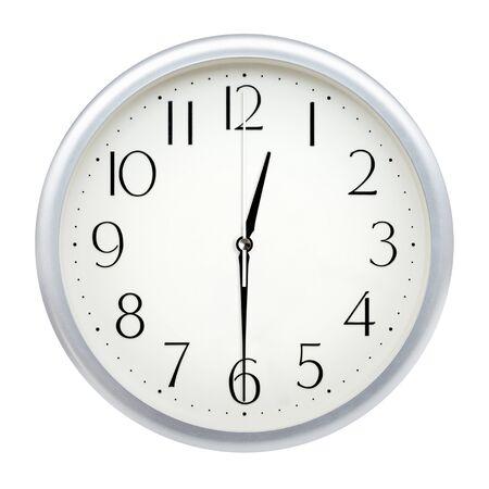 Horloge murale analogique isolé sur fond blanc.