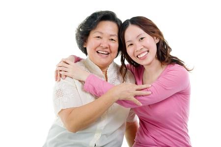 hijos: Mujer mayor e hija asi?ticas