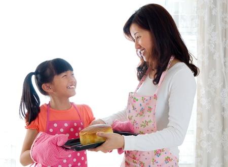 home baking: baking cake